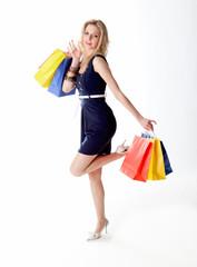 Eine deutsche junge Frau beim Shopping