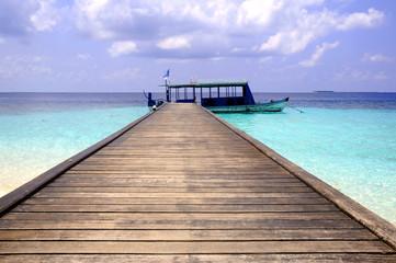 passerella isola con imbarcazione