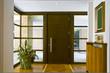 ingresso con vetrata e porta di legno