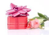 écrin à bijou rouge et rose poster