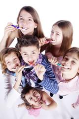 Zähne putzen macht Spaß, Kinder beim putzen