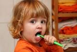 Két éves fiú fogmosás