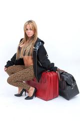 chica maletas