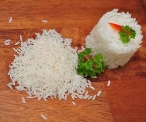 Reis, roh und gekocht