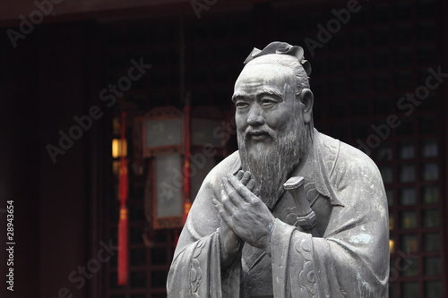 Tuinposter China Statue of Confucius at Temple in Shanghai, China