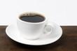 Taza blanca  con café tinto