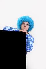 девушка в синем парике . на белом фоне.