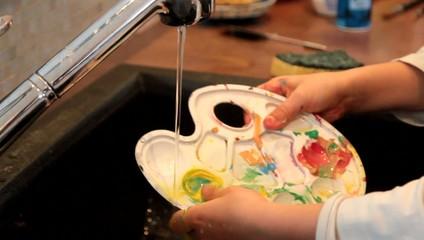 laver la palette de peinture