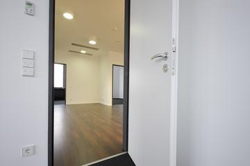 Flur Raum offene Tür © Matthias Buehner