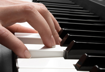 piano and hand