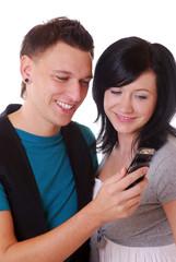Junges Paar mit Handy
