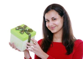 Jugendliche mit Geschenk