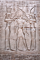 Фрагмент Египетской стены с иероглифами и фресками.