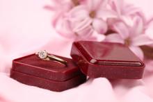 Bague de fiançailles en or avec diamant
