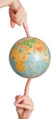 Globus wird durch zwei Hände gehalten