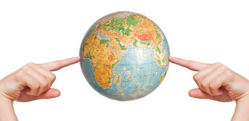 Globus zwischen zwei Händen
