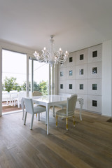 moderna sala da pranzo con vista terrazzo