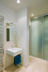 bagno moderno e radiatore