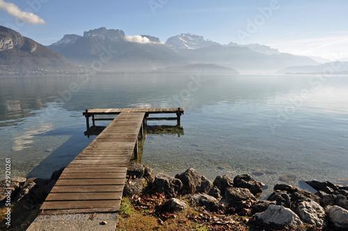 krajobraz-jeziora-z-pomostem