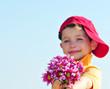 Kind mit Blumen