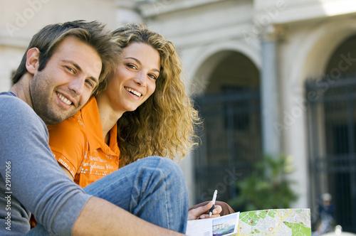 coppia con cartolina