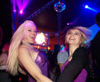Partygirls feiern in Disco