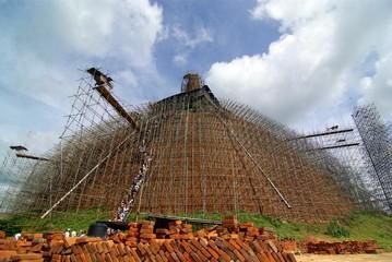 Sri Lanka, Anuradhapura : Rénovation d'un Dagoba