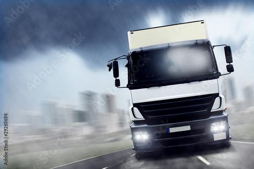 LKW | Regen | Geschwindigkeit