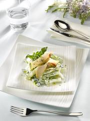 carpaccio d'esturgeon avec salade au yaourt