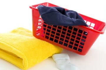 Handtuch, Wäschekorb und Socke