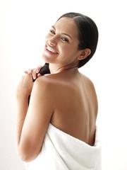 Latina en un baño.