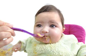 Bebé merendando papilla.