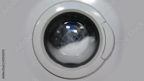 HD - Washing machine washes with large amount of foam