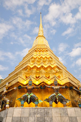 Statues at Wat Phra-Kaew
