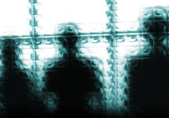 fondo abstracto,siluetas de gente tras un cristal