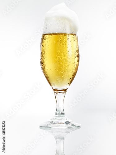 Bierglas mit Spiegelung 1