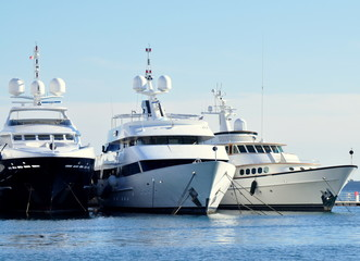 yacht de luxe alignés, french riviera côte d'azur