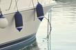 avant d'un yacht de luxe au port - 29387471