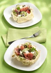cestini croccanti con insalata ricca
