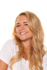 Junge nette Frau. Fröhlich lächelnd. Portrait