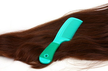 brunette long hair with green comb
