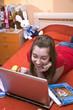 Постер, плакат: Девушка вместо уроков смотрит в компьютер