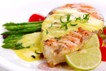 Grilled salmon with lime, asparagus and saffron sauce with rosem