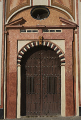 Fachada y policromada de Iglesia barroca