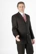 Geschäftsmann im Anzug bietet Handschlag an