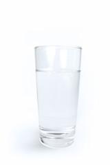 Tafelwasser im Glas
