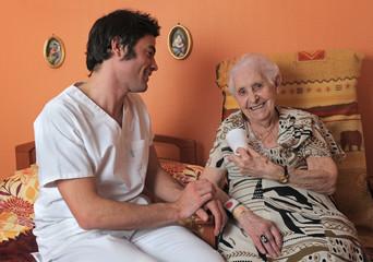 retraitée et soignant