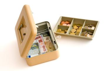 Blick in die Geldkassette mit Hartgeldeinsatz