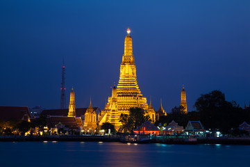 Wat Arun, The Temple of Dawn, at twilight, view across river. Ba