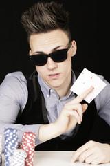 Pokerspieler mit Sonnenbrille